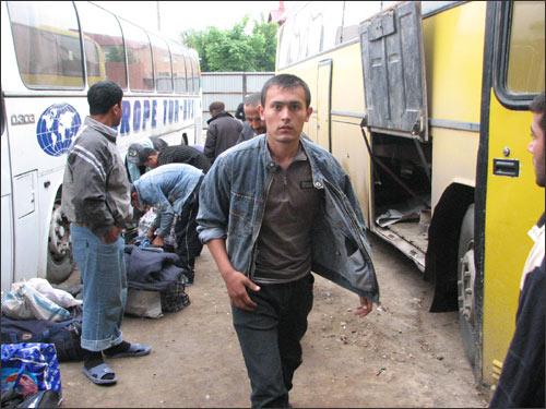 Автобус с гастарбайтерами прибыл в Москву