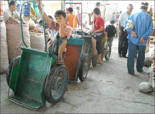 Дети в Таджикистане работают