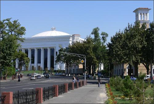 Дворец Форумов, новые и старые куранты