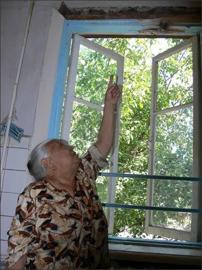 Следы стрельбы на окне