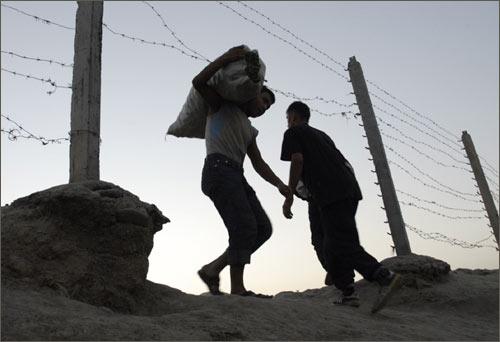 Контрабандисты на узбекско-киргизской границе