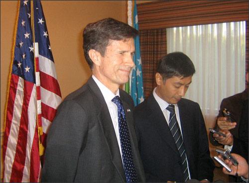 Роберт Блэйк на пресс-конференции в Ташкенте