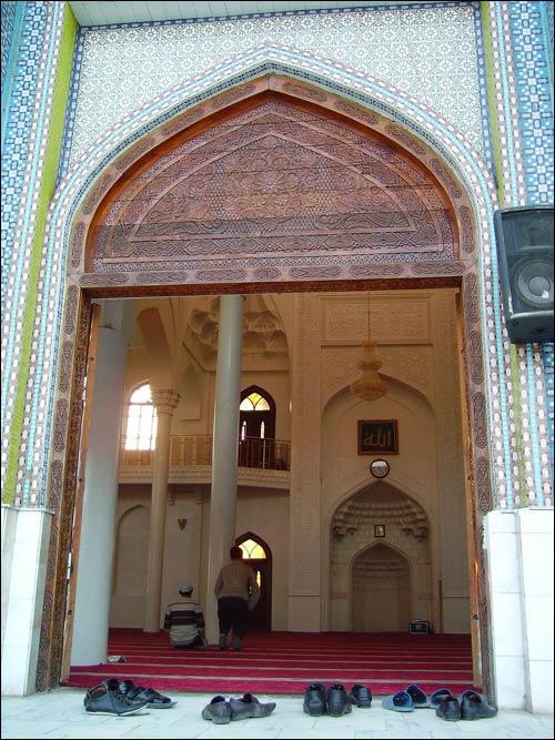 Вход в центральную мечеть Душанбе