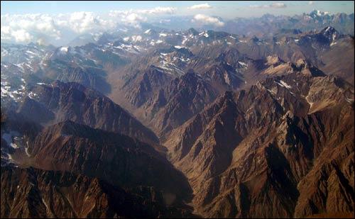 Горы между Худжандом и Душанбе