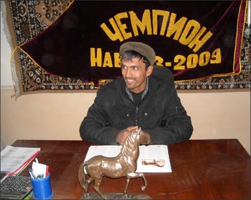 Тренер Мухсинджон Джураев