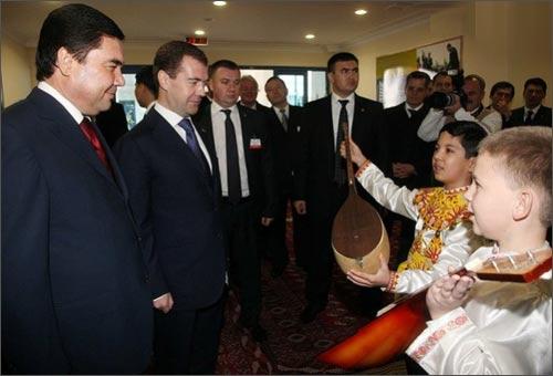 Медведев открывает школу в Туркмении