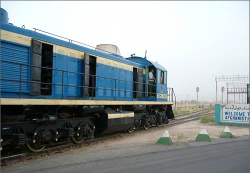 Uzbek diesel locomotive. Photo © Trainboard.com