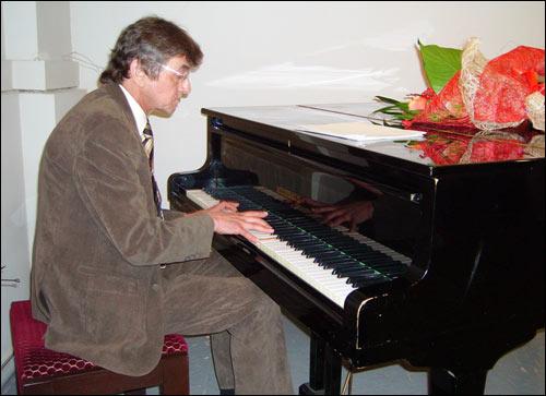 Сергей Аванесов во время юбилейного вечера