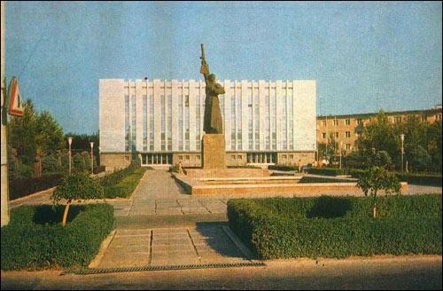 Так выглядел прежний памятник сразу после сооружения