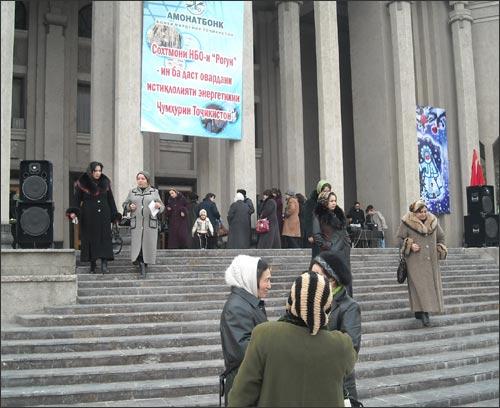 Пункты продажи акций Рогуна открылись в праздничной атмосфере
