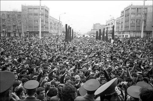 Митинг на площади Шахидон
