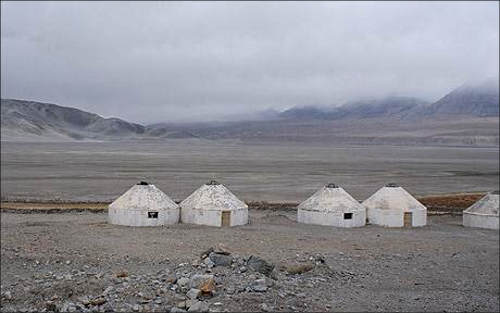 Юрты близ озера Булан-Куль