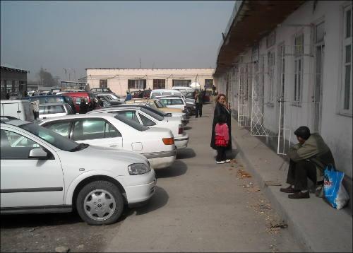 Приграничный рынок в селе Плотина