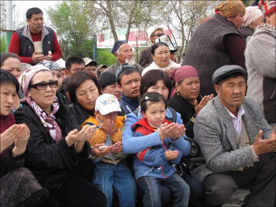 А в Джалал-Абаде митингуют за Бакиева…