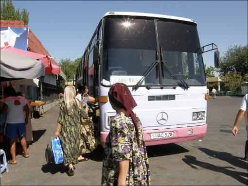 Такие автобусы курсируют между узбекскими городами