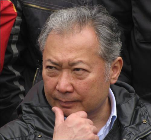 Курманбек Бакиев в Джалал-Абаде 12 апреля, за несколько дней до отставки