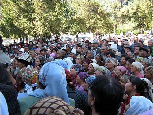 Кыргызстан: Жители города Кызыл-Кия …