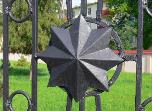 Восьмиконечные звезды – вместо пятиконечных