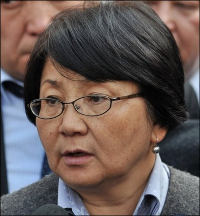 Roza Otunbaeva: The interim president in emergency