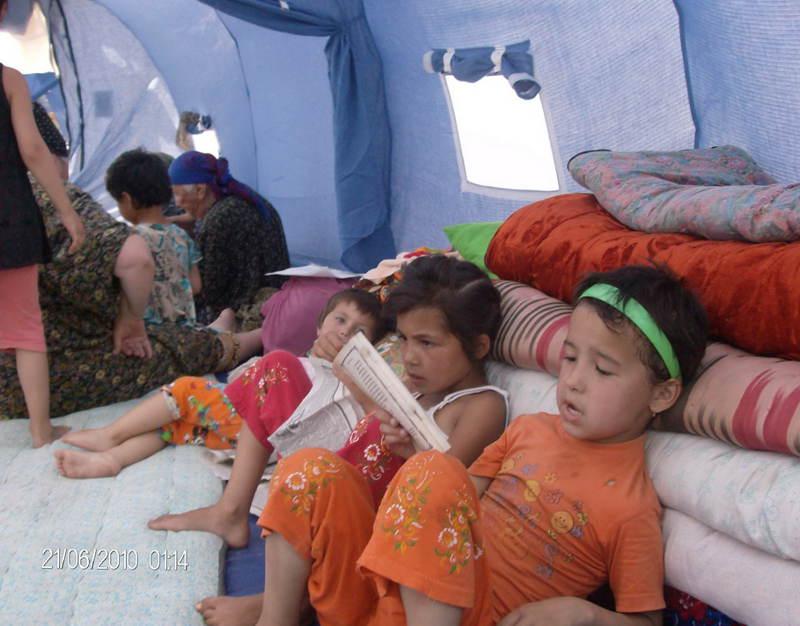 Еще 22 июня эти дети и их родители-беженцы находились в лагере в Худжаабаде