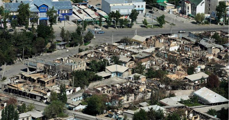 Так выглядят некоторые районы города Ош, разрушенные погромами