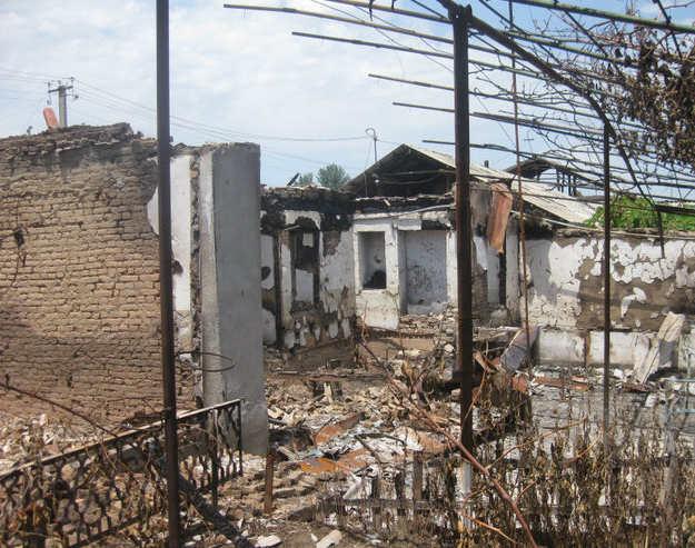 Разрушенные кварталы Оша