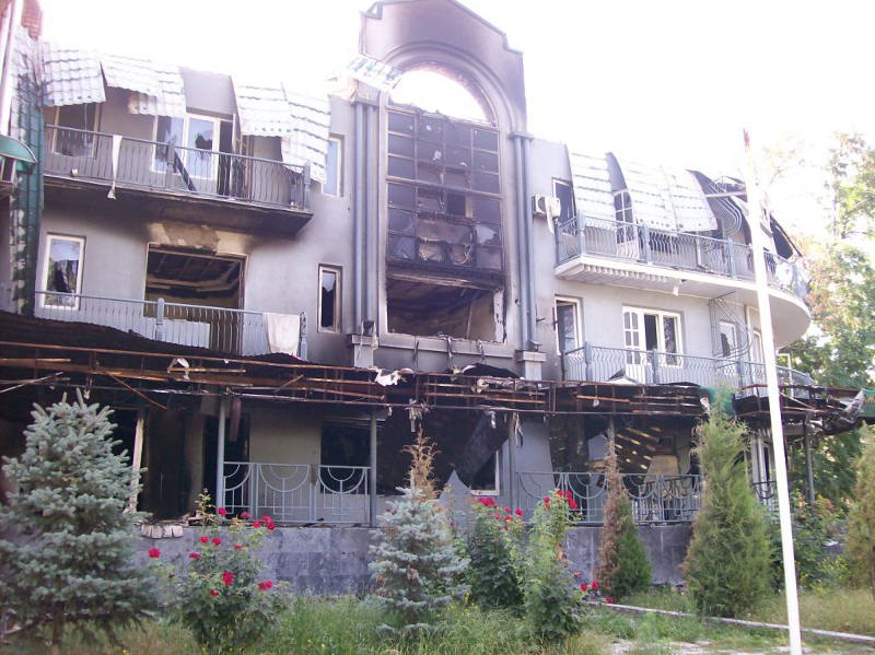 Сожженные здания в Джалал-Абаде