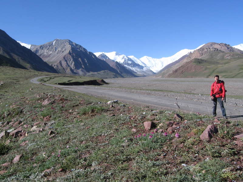 Дмитрий Попов на перевале Кызыл-Арт в Таджикистане