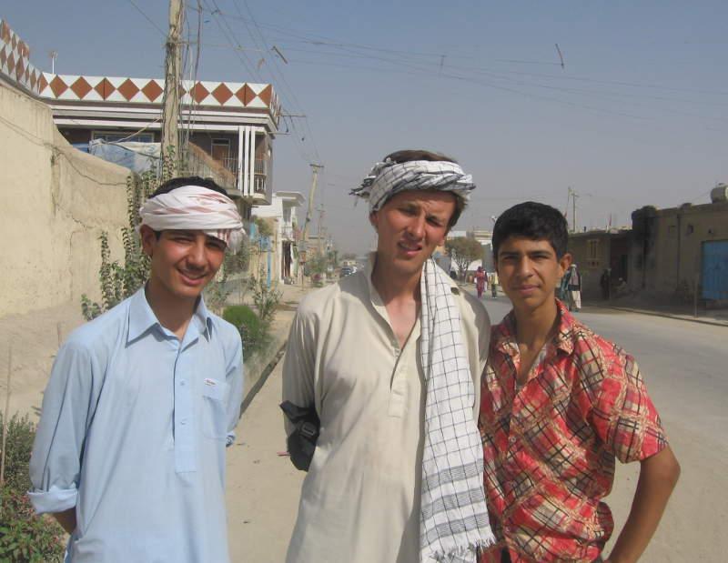 Дмитрий Попов в традиционной афганской одежде