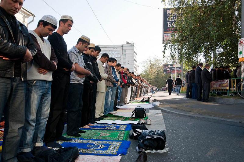 Молитва мусульман в Москве