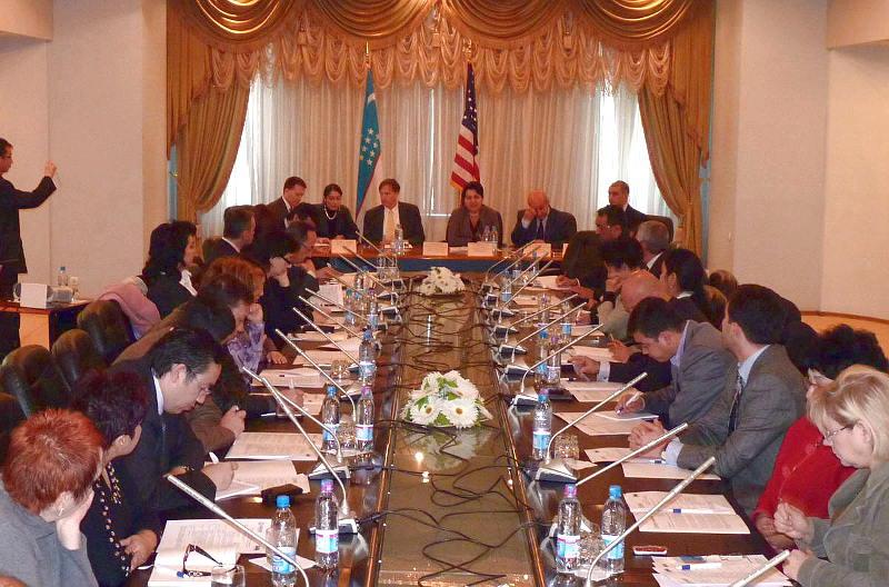 Круглый стол в Ташкенте 23 ноября 2010 года