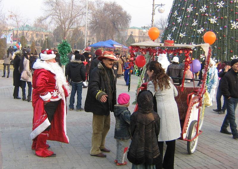 Новогодние гуляния в центре Ташкента