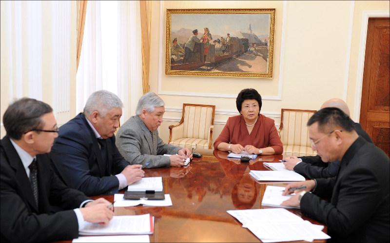 Роза Отунбаева совещается с силовиками