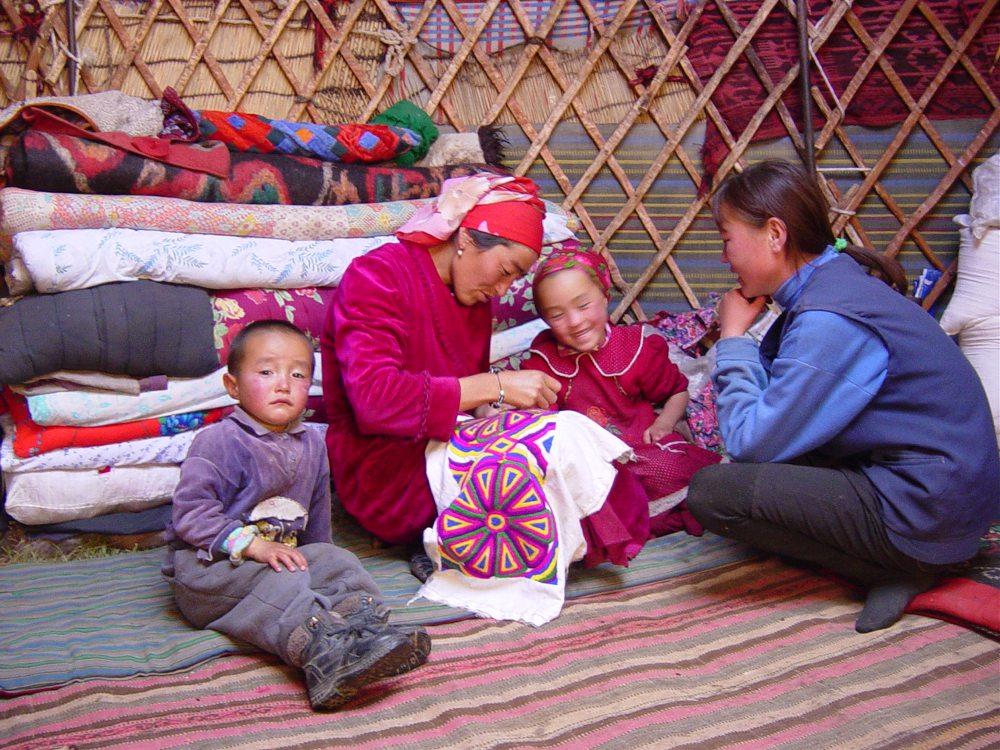 Sous une yourte kirghize