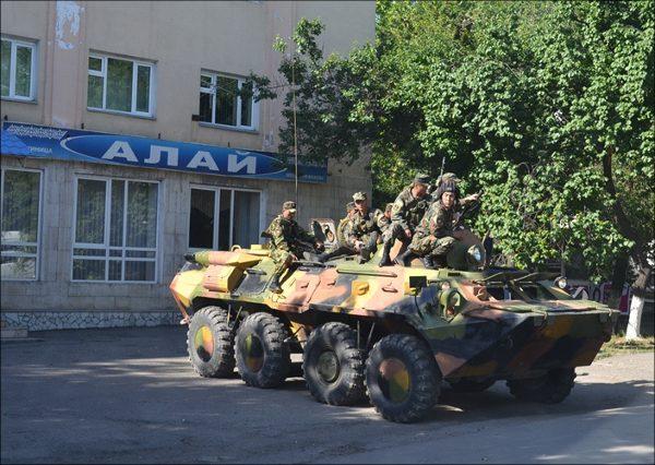 Un char aux abords de l'hôtel Alaï, d'où tout aurait commencé en juin 2010
