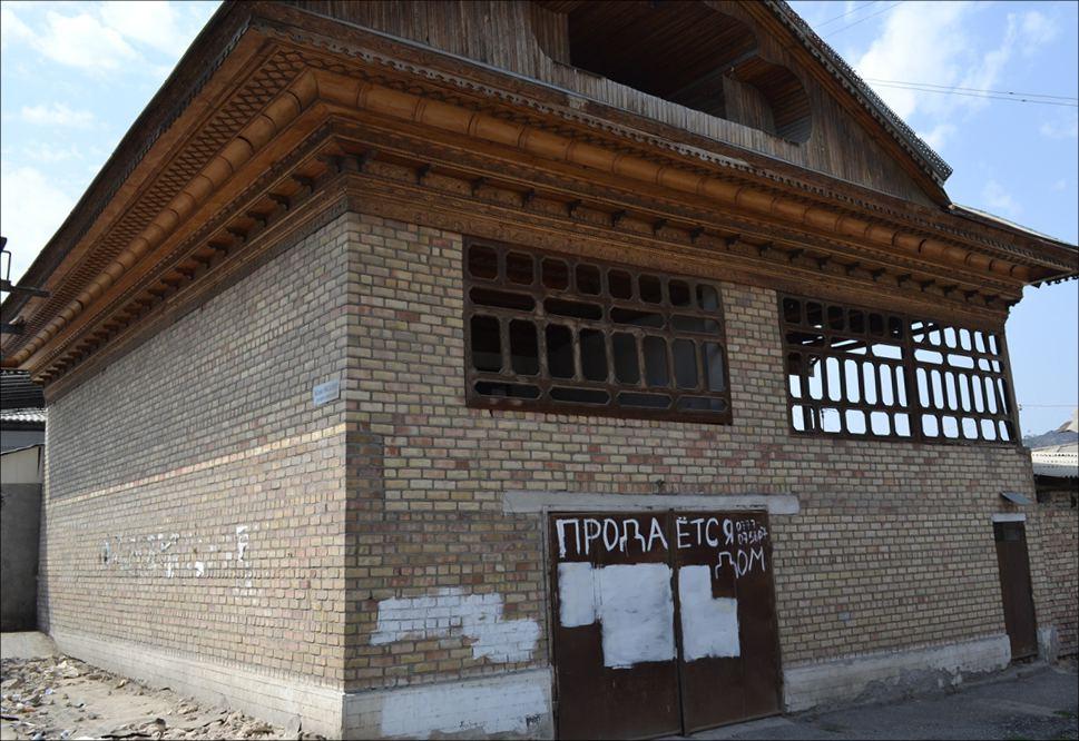 Этот недостроенный дом продается в центре города Ош