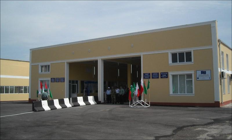 Новое здание таможенного пункта Патар