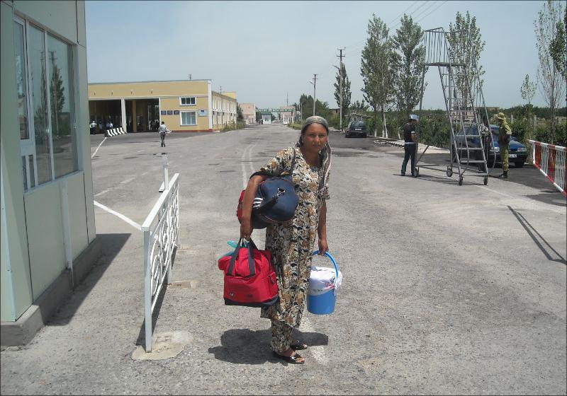 Она идет к своим родным в Узбекистан