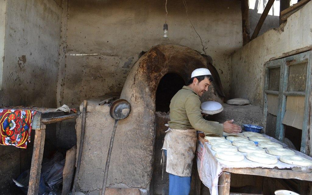 Производство лепешек в Оше выглядит так же, как и 1000 лет назад