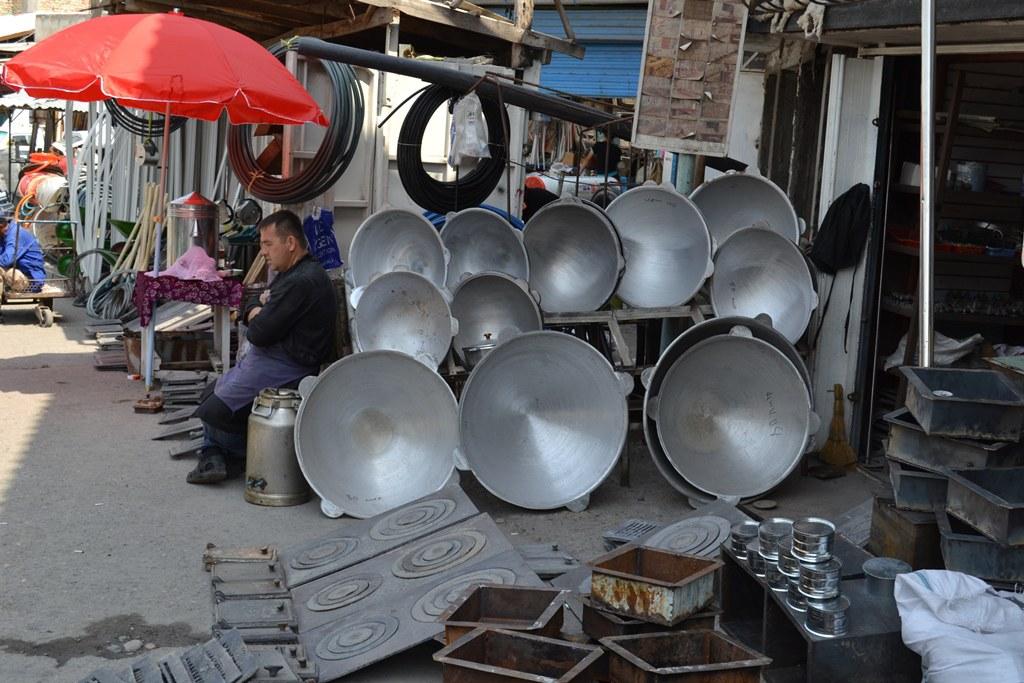 Ошский базар. Казаны для плова