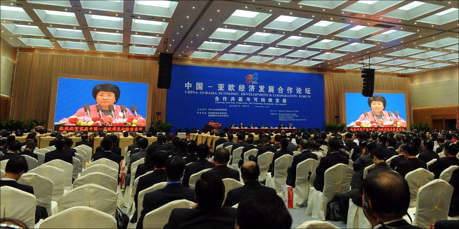Роза Отунбаева в Китае