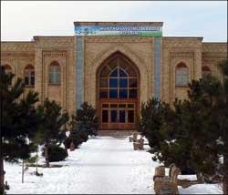 Ўзбекистон: Ислом университетининг талабаси порахўр уламоларга ем бўлди