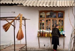 Living in Osh: Cheremushki, tourists, mazaar, lepeshki and bazaar