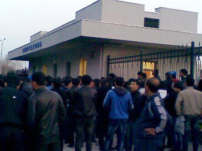 Ажиотаж вокруг касс продажи билетов в Ташкенте