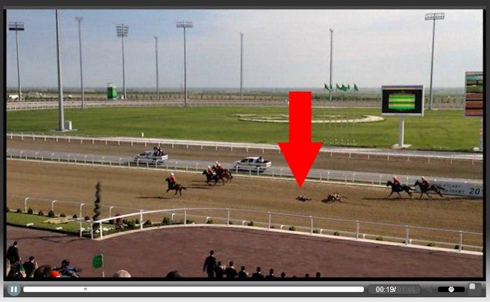 Падение Бердымухамедова с коня