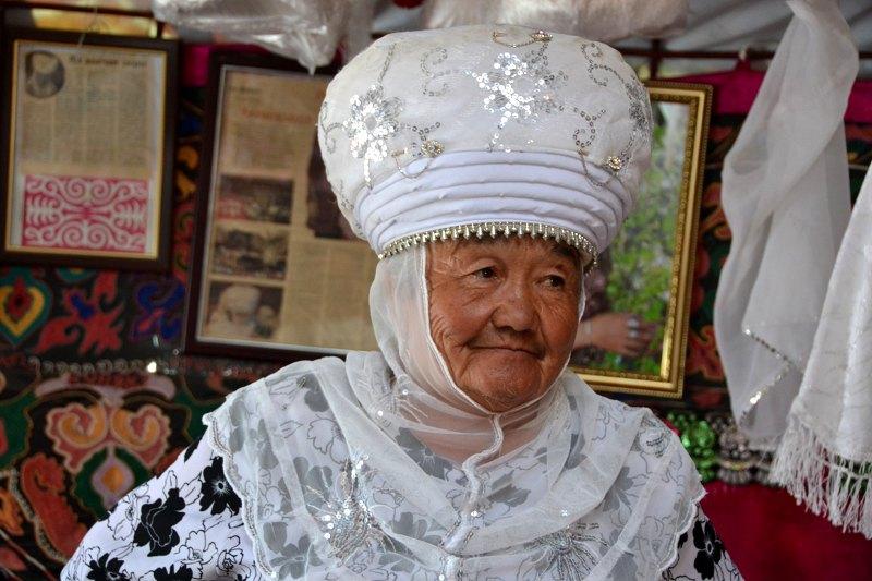 личико национальные головные уборы кыргызстана горячие, опытные