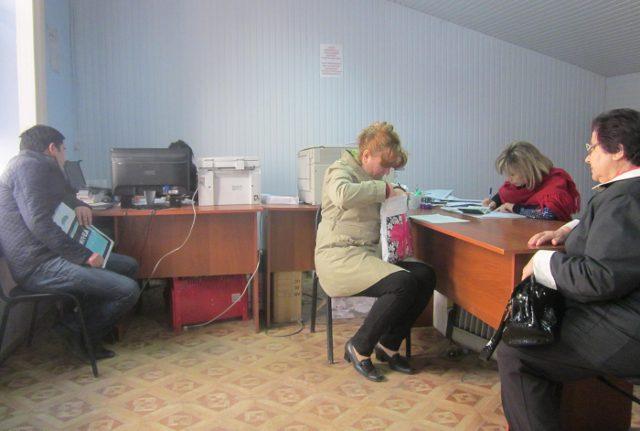 В кабинете «стола услуг», где делают фотографии