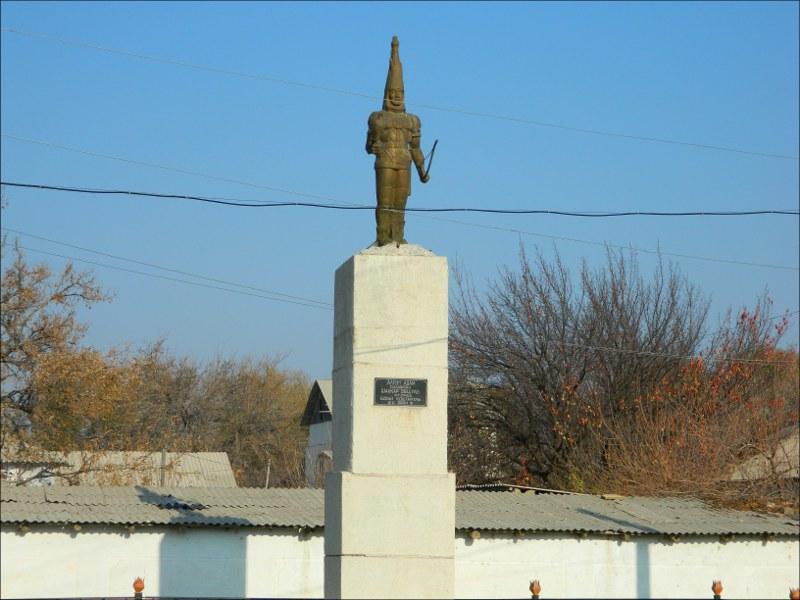 Памятник карлику