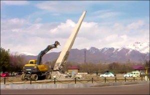 Узбекистан: В Ташкентской области снесли обелиск воинам, погибшим в Великой Отечественной войне (фото, видео)
