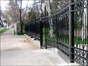 Узбекистан: Мемориал «Братские могилы» в Ташкенте закрыли на замок из-за бескультурья посетителей (фото)